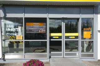 Digital screen on a entrance with the latest cafeteria deals